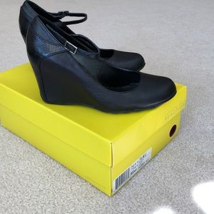 Kenneth Cole Reaction Wedges Sz 7.5